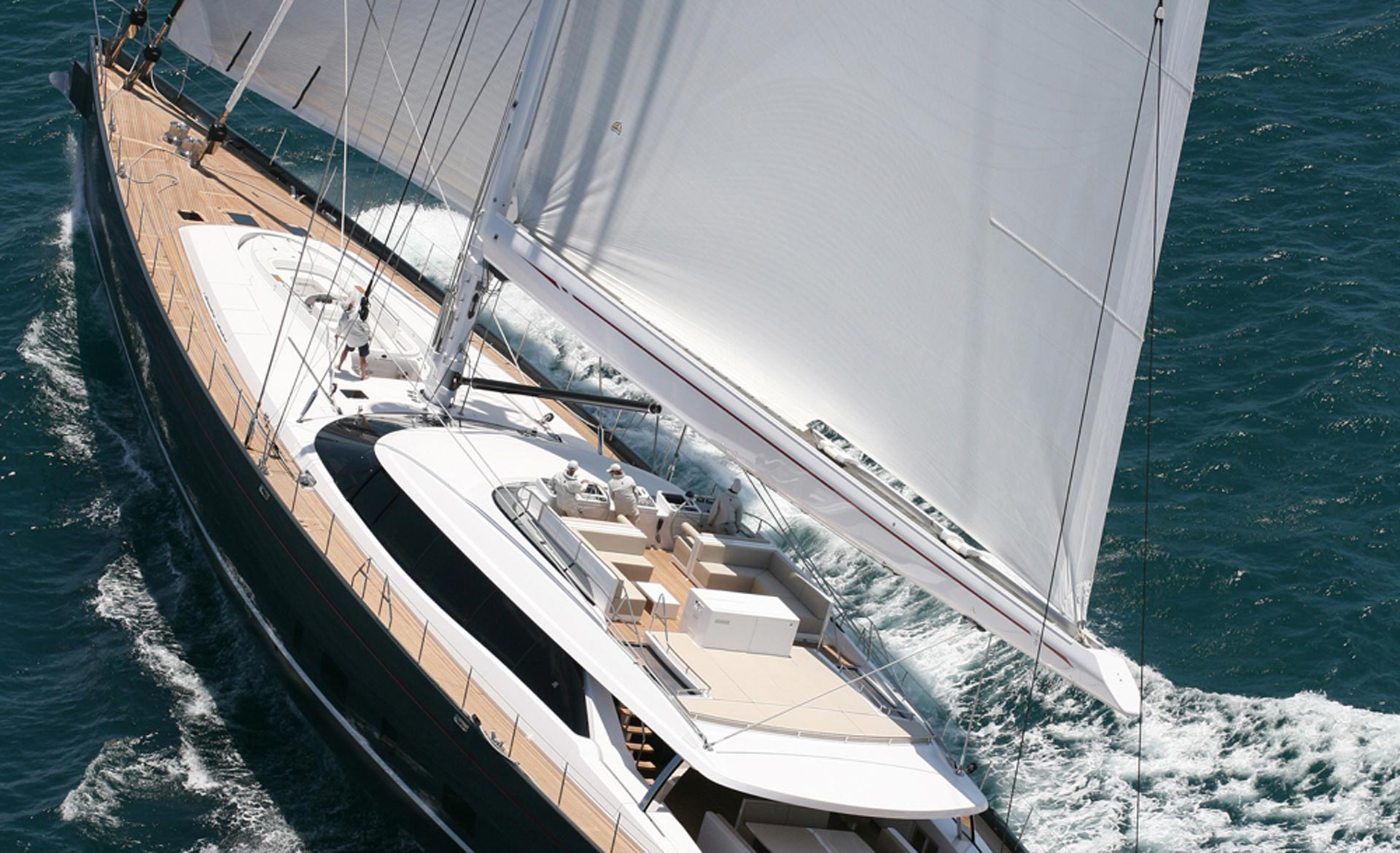 Alloy-Yachts Red Dragon