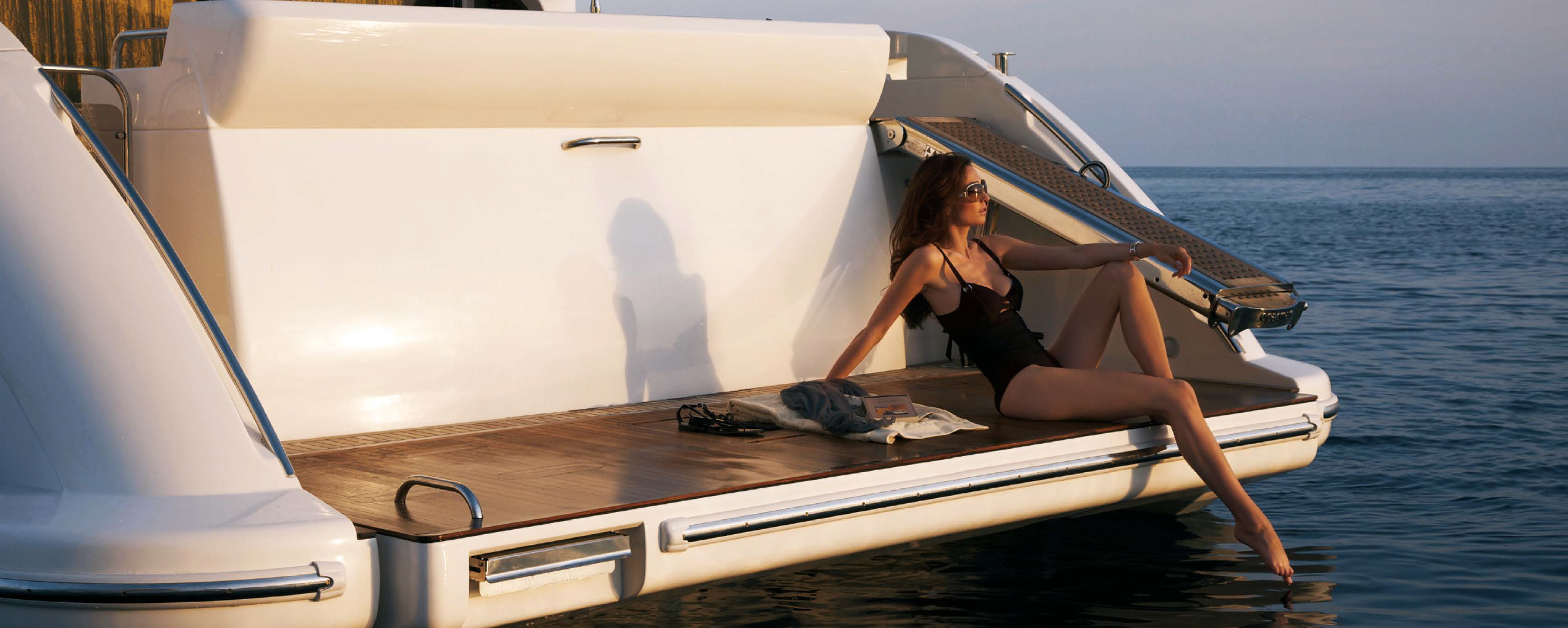 Azimut 53 Flybridge Swimstep