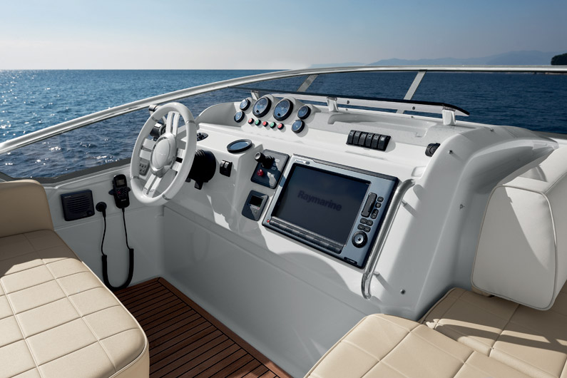 Azimut 60 Flybridge External Helmstation