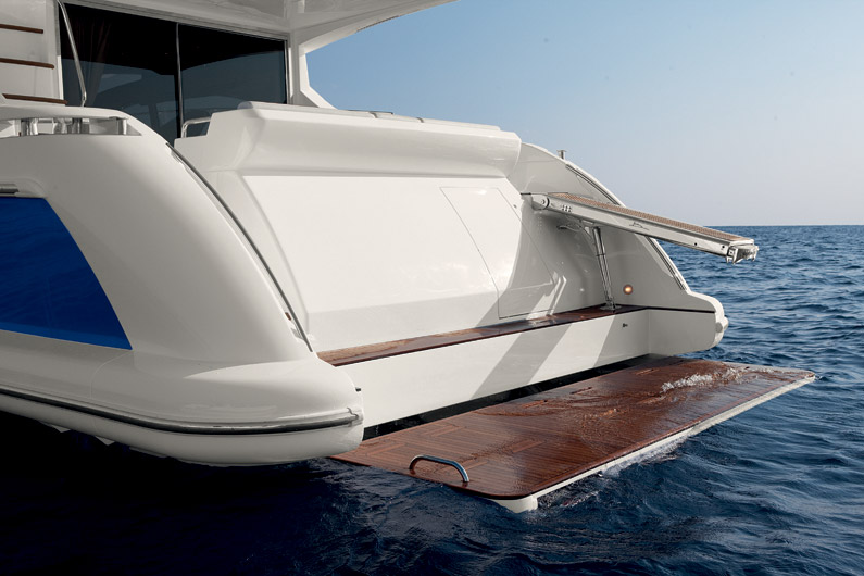 Azimut 60 Flybridge Yacht for sale swim platform