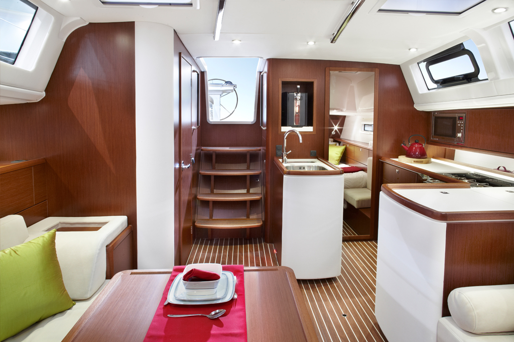 Bavaria Yachts Vision 46 Interior Salon
