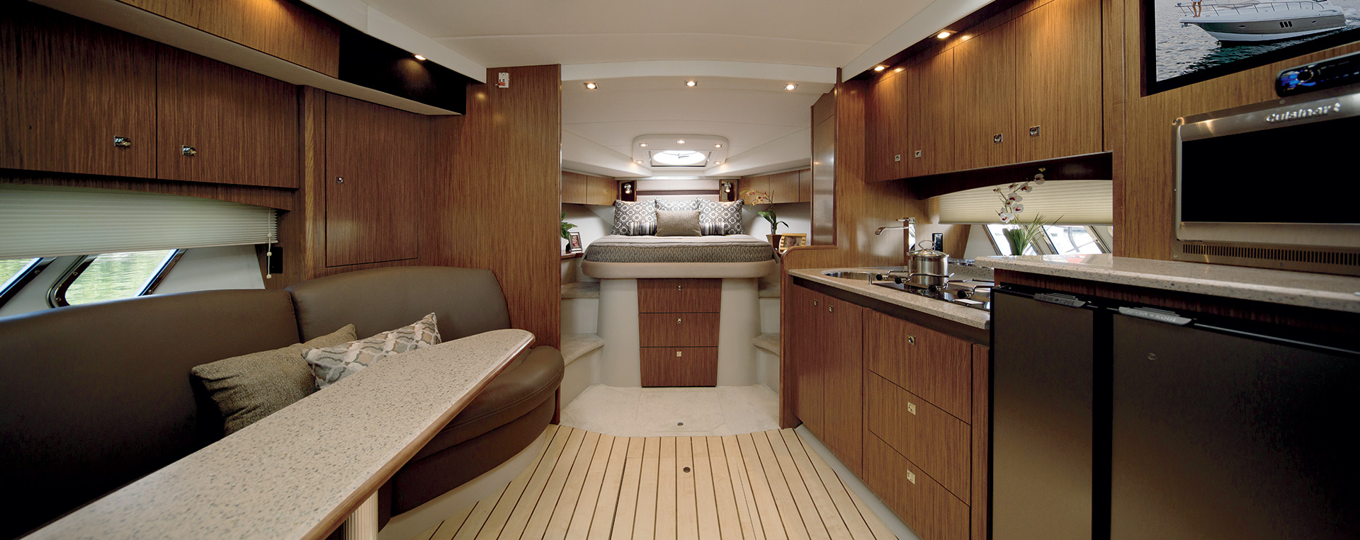 Cruisers Yachts 430 Sports Coupe Salon