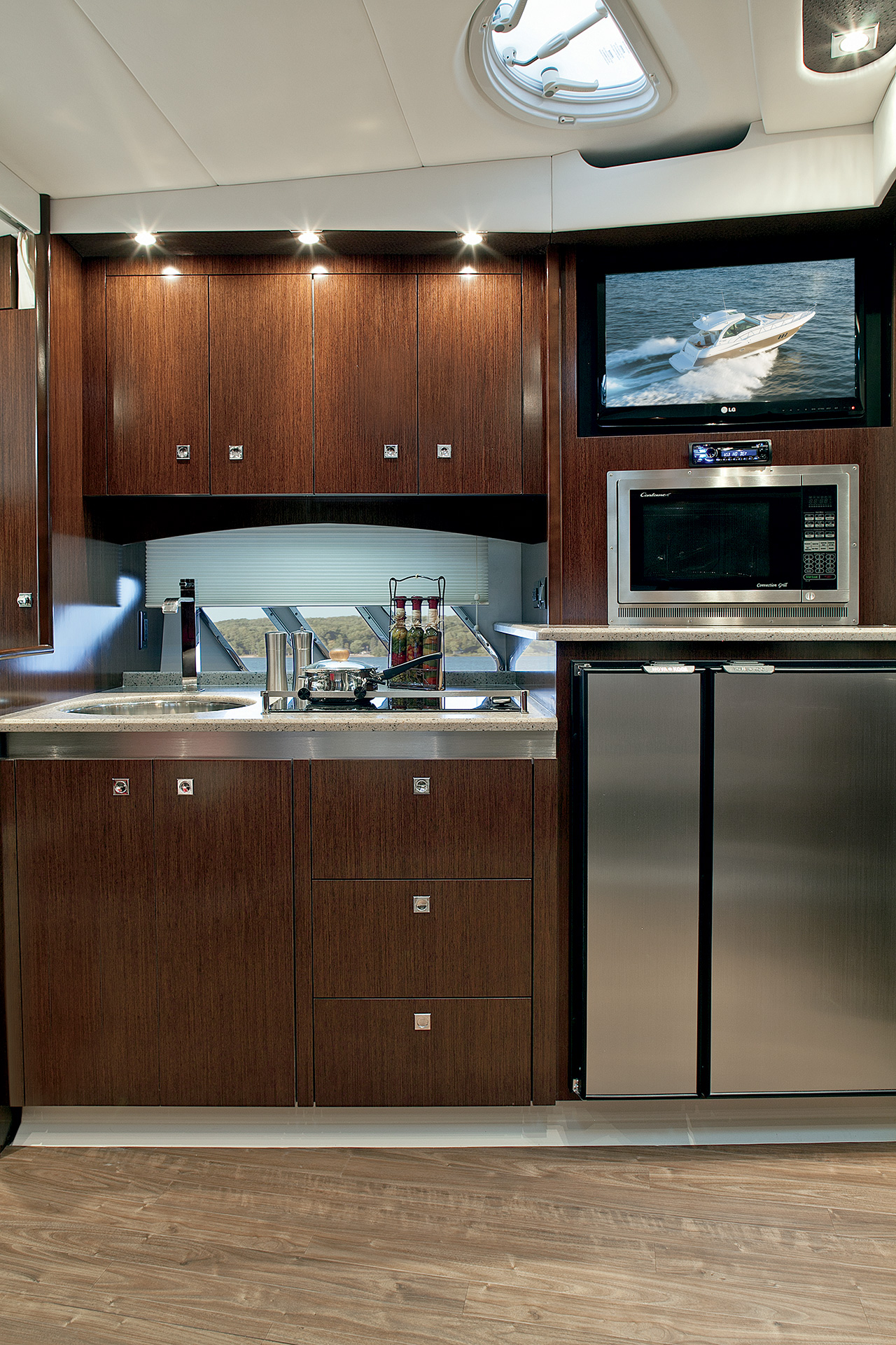 Cruisers Yachts 430 Sports Coupe Galley