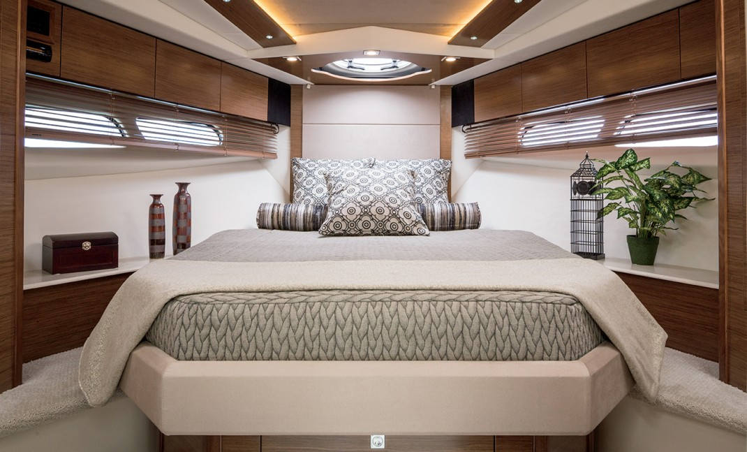 Cruisers 45 Cantius Master Stateroom