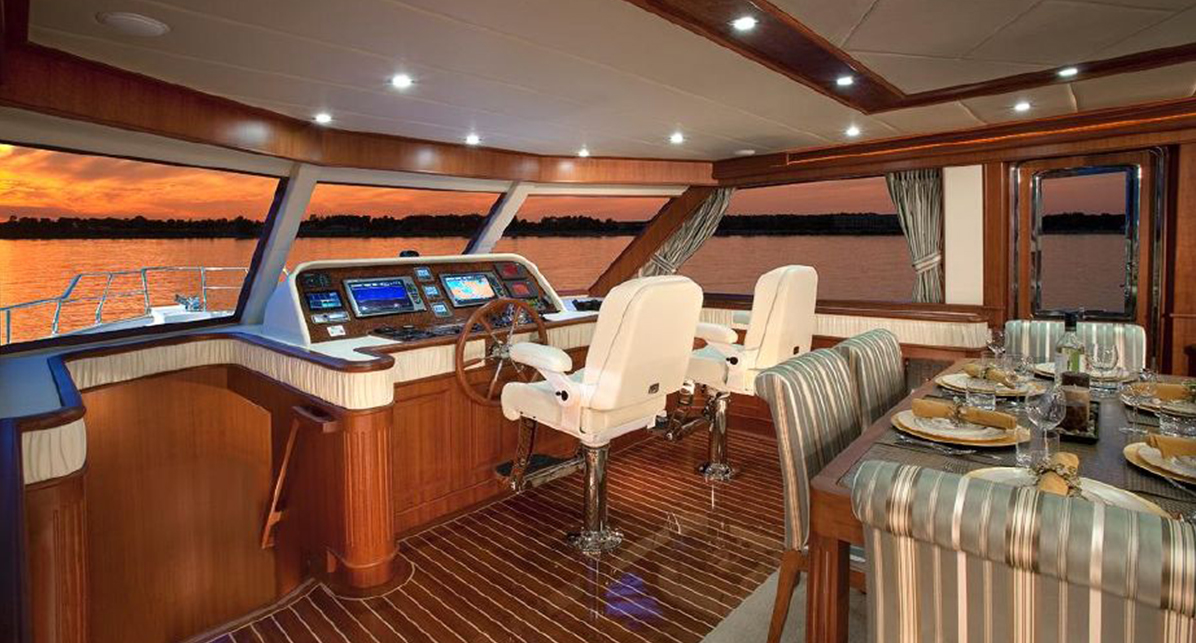 Hampton 720 Sedan Yacht for sale