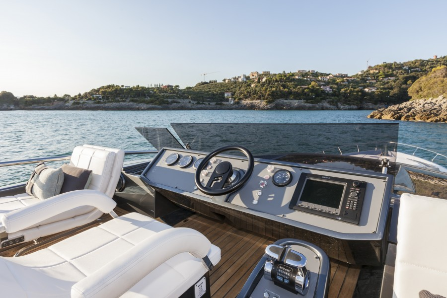 2015 Pershing 82 Superyacht for sale
