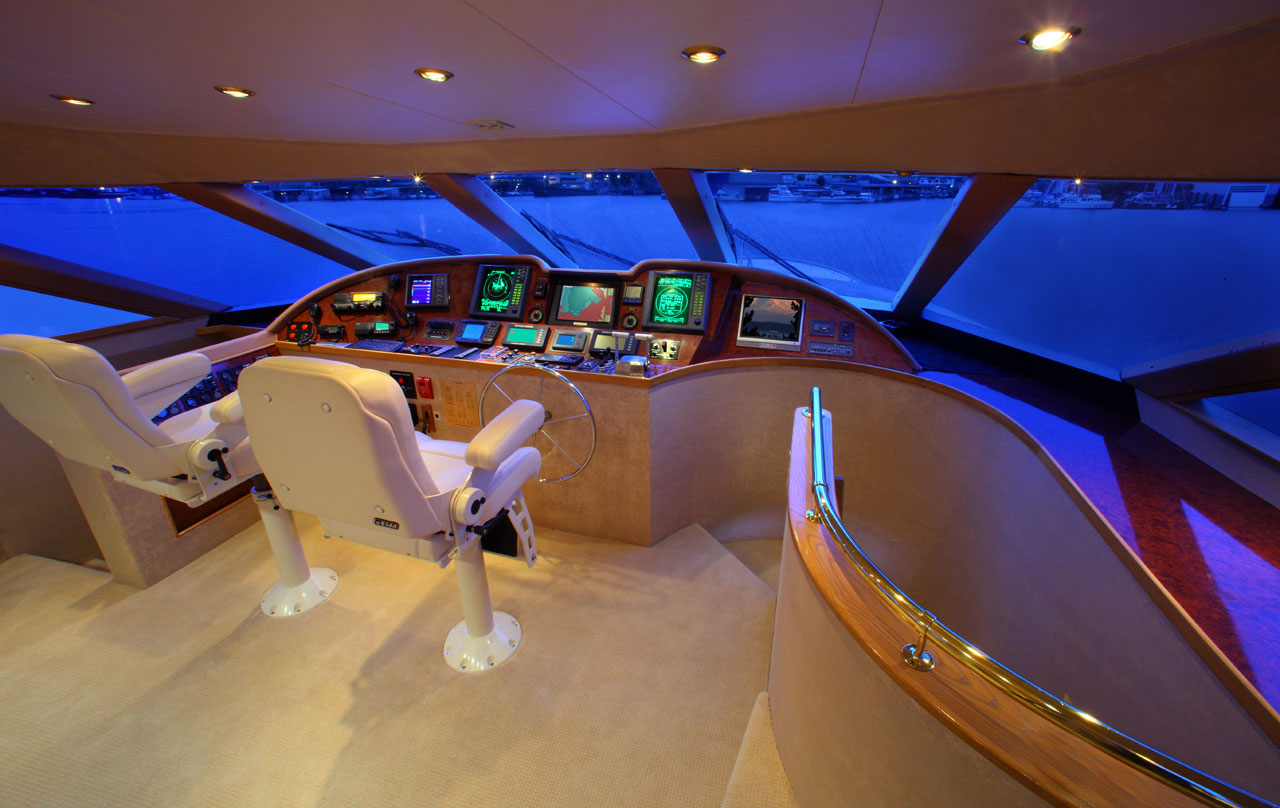 118 Westport Megayacht Pilothouse