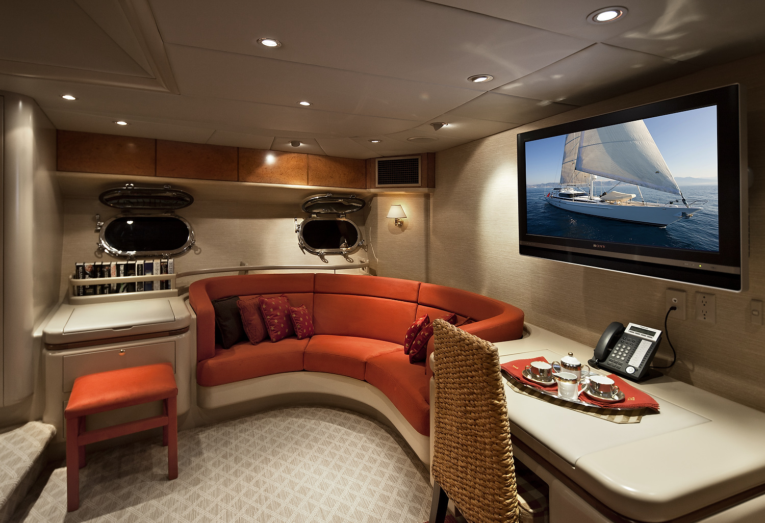 Alloy Yachts 106 Ming for sale Master Couch