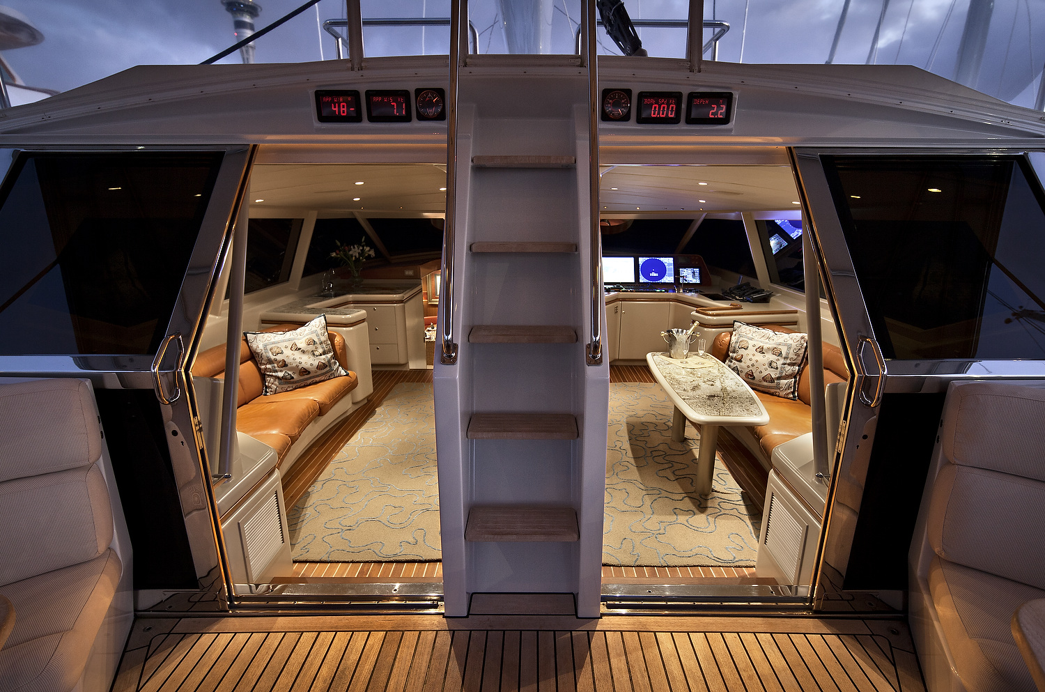 Alloy Yachts Ming Deck