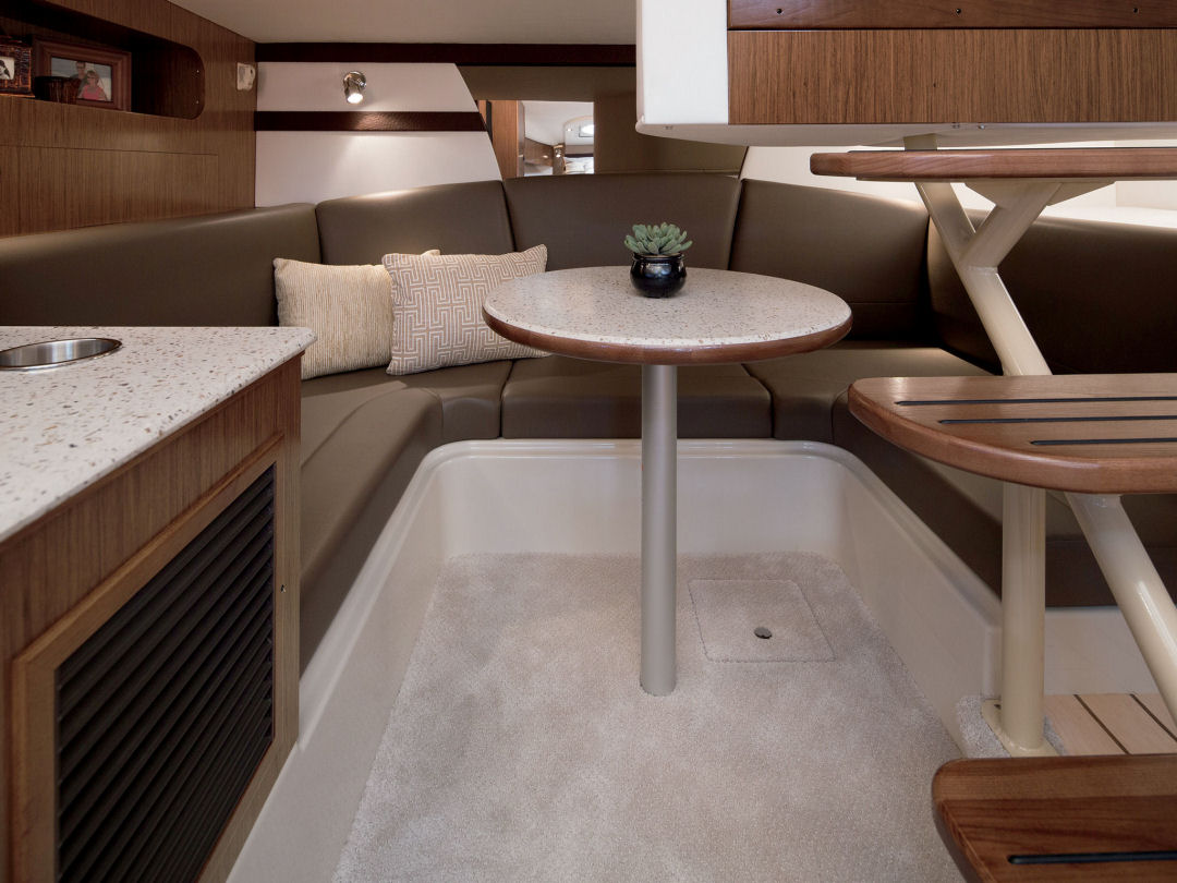 2016 Cruisers Yachts 35 Express Aft Cabin