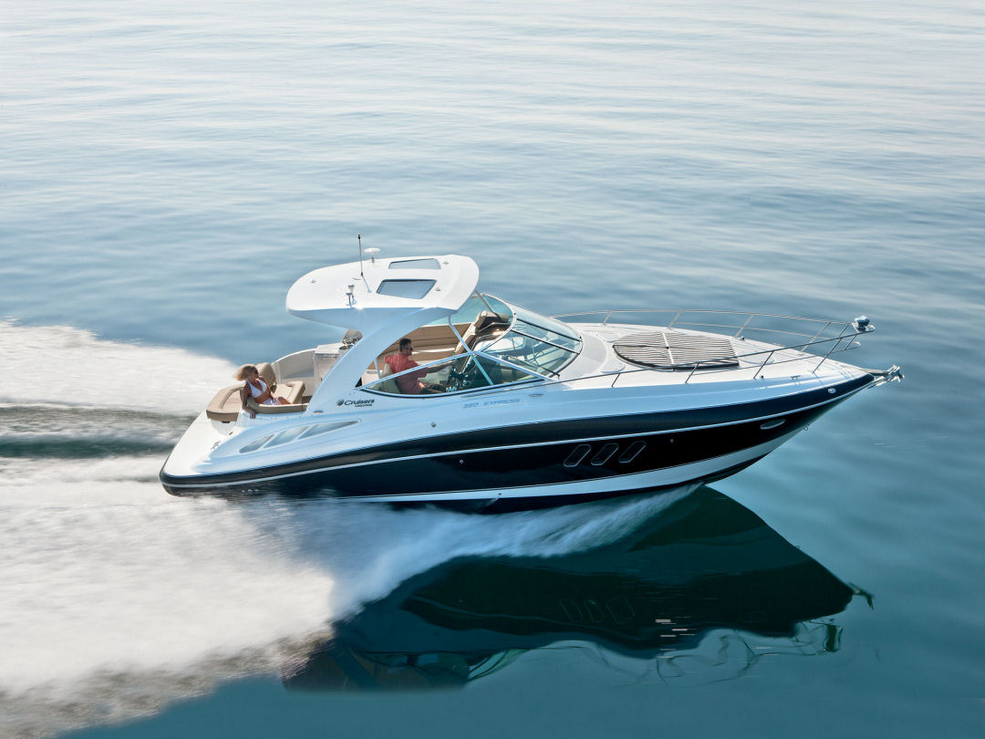 2016 Cruisers 350 Express for sale