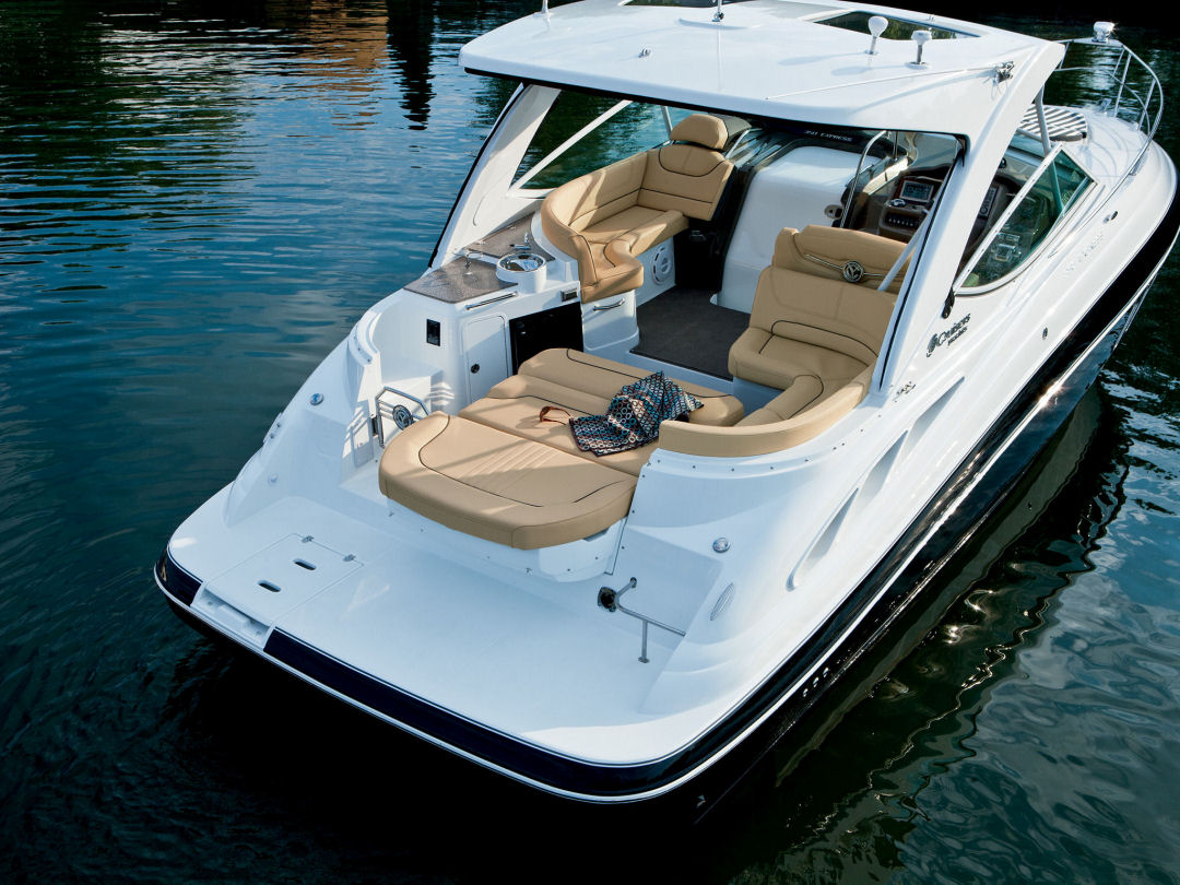 2016 Cruisers Yachts 350 Express Cockpit for sale