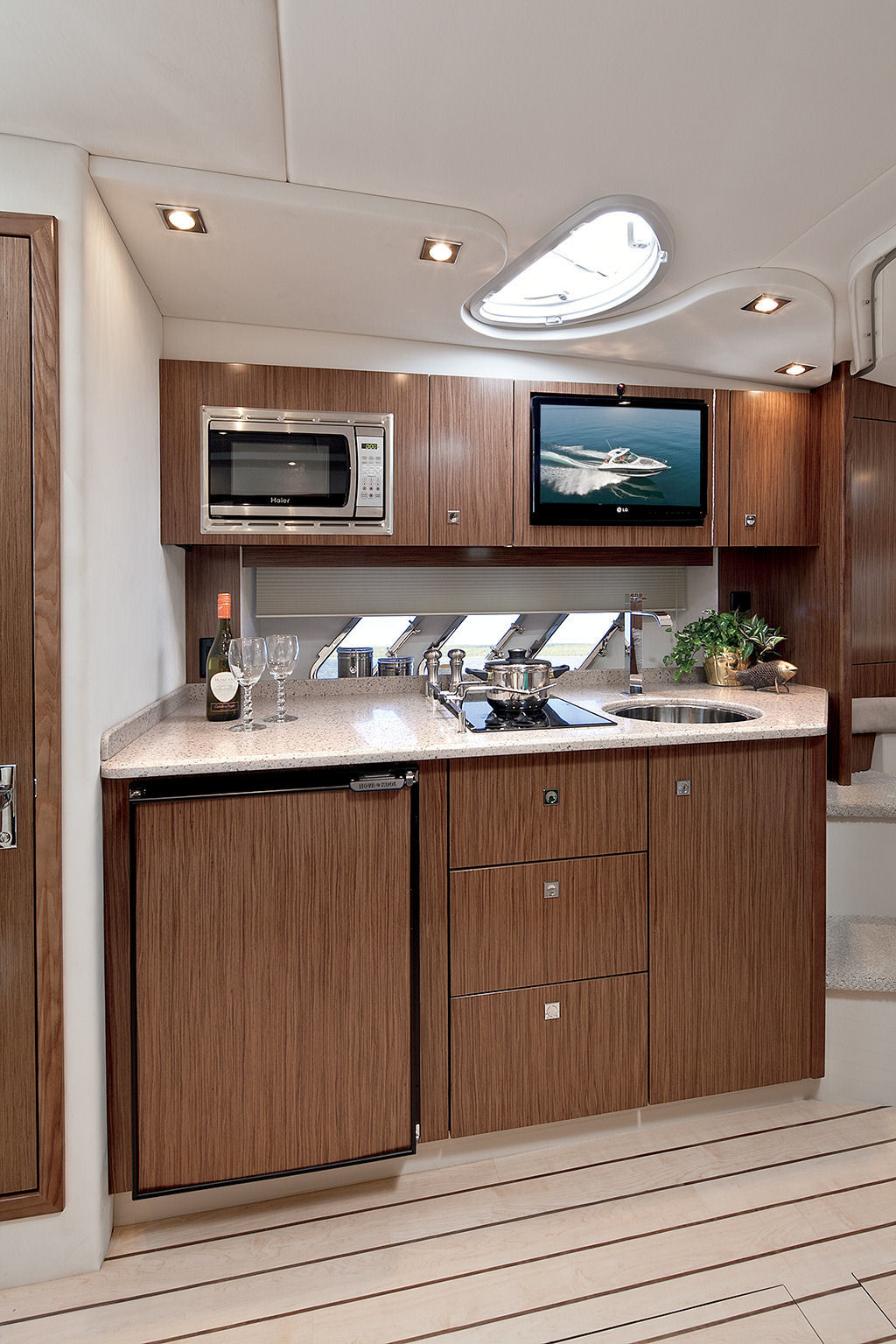 2016 Cruisers Yachts 35 Express Galley for Sale