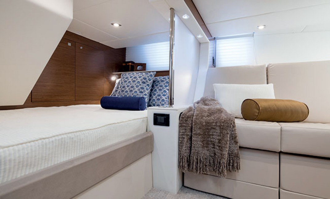 Cruisers 45 Cantius Aft Stateroom