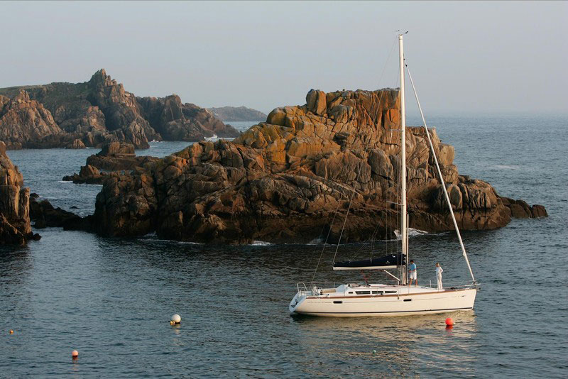 Jeanneau 42i sailboat for sale