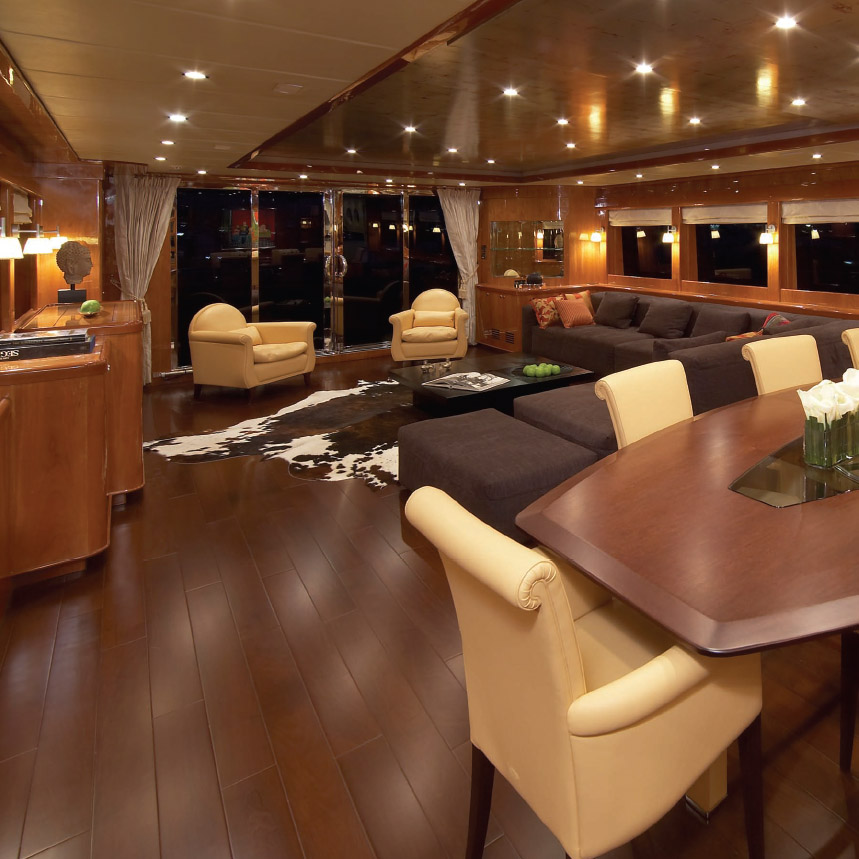 Johnson 105 Motor Yacht Salon