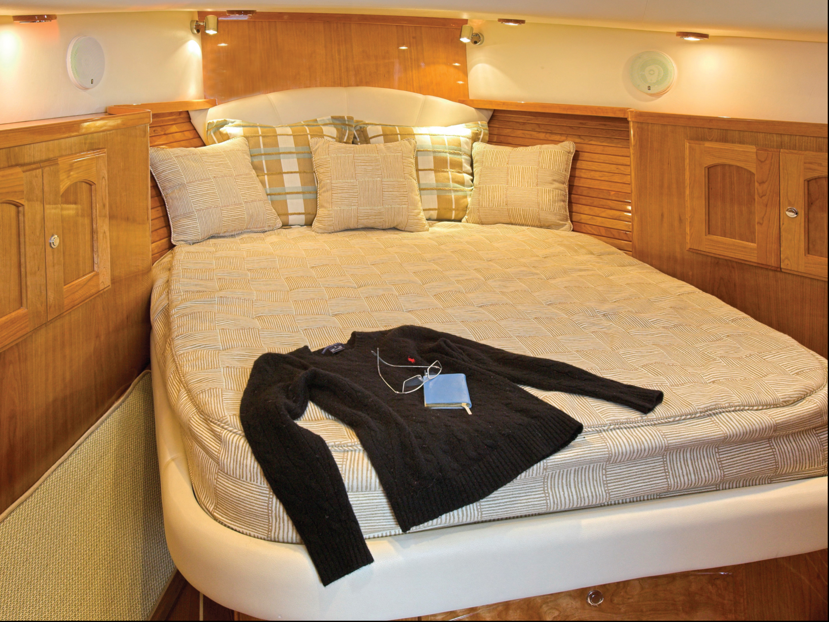 Legacy 32 Master Bed