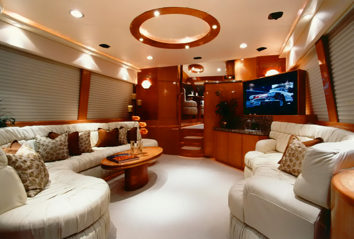 Mckinna 65 Pilothouse Salon