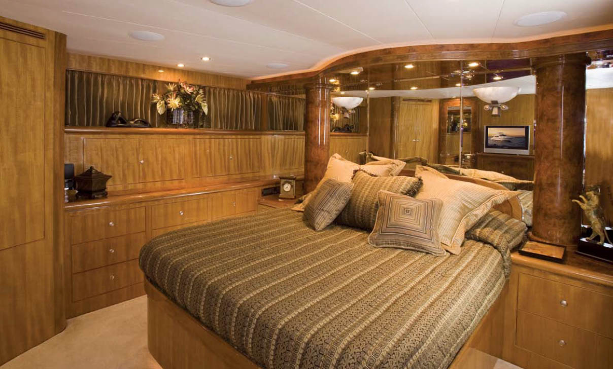 Ocean Alexander 64 Pilothouse Master Stateroom