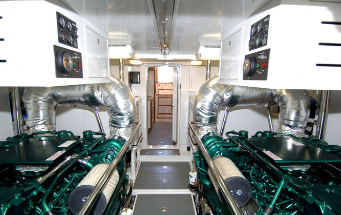 Offshore 72 Pilothouse Engine Room