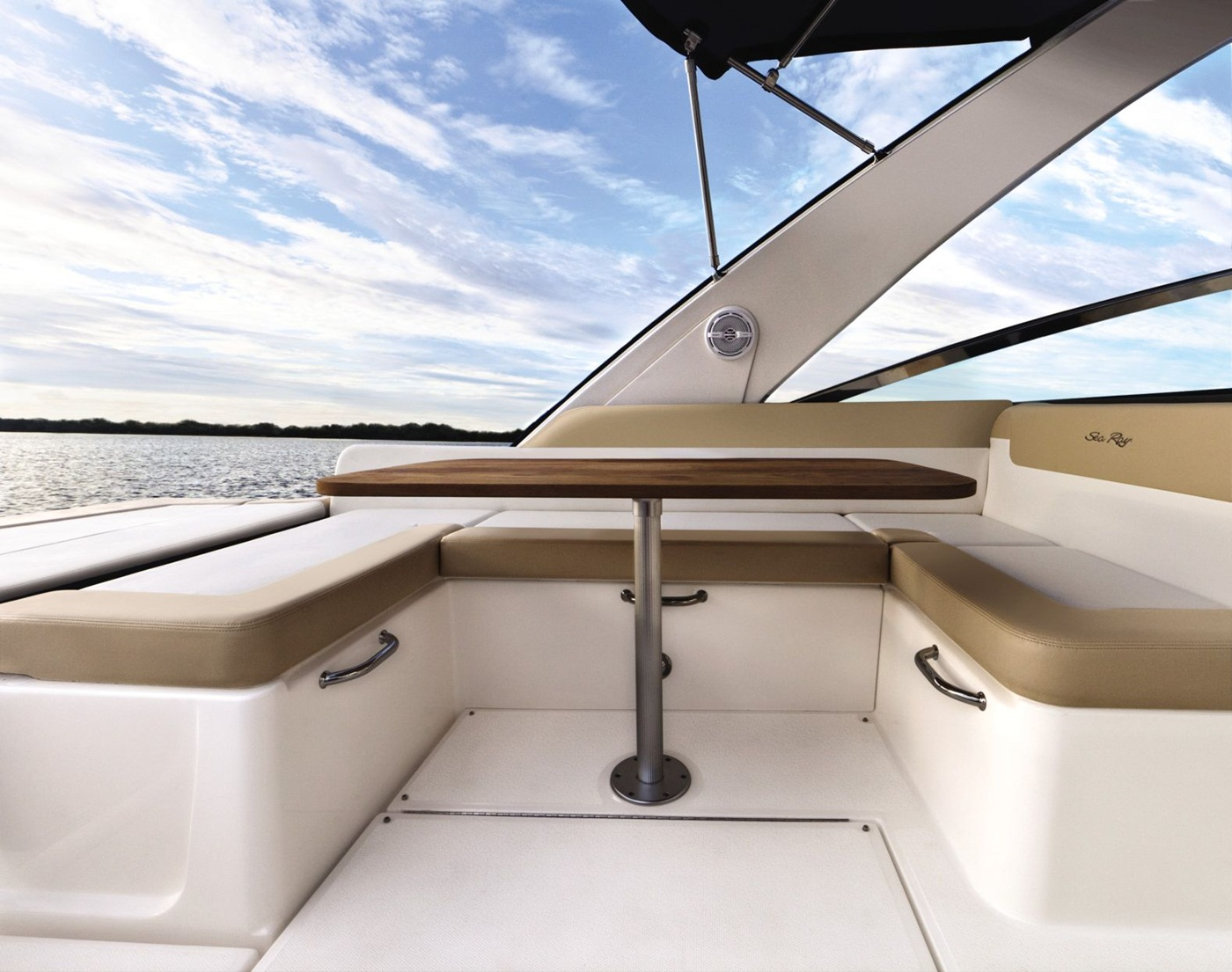 2015 Sea Ray 370 Venture Deck