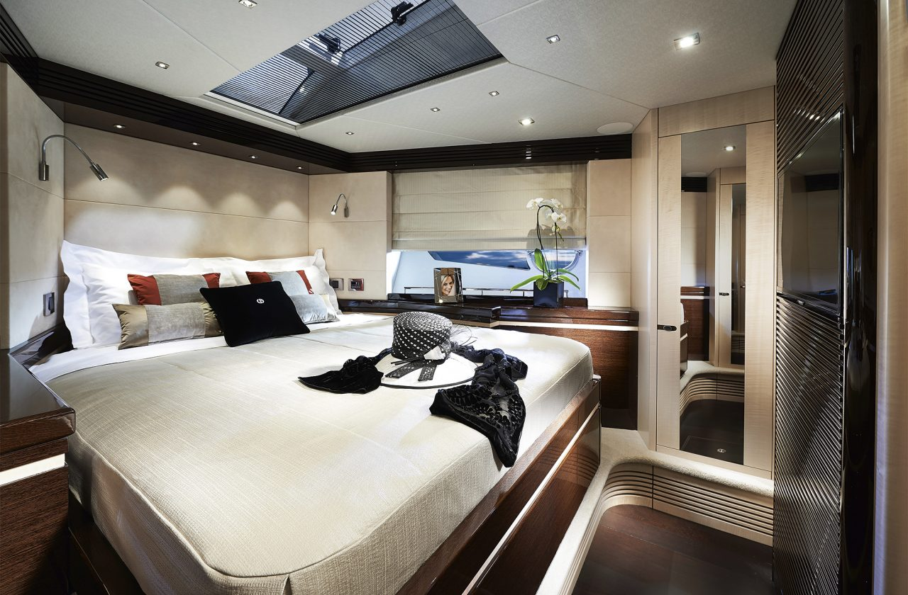 Sunseeker 68 Sport Yacht Master Bedroom