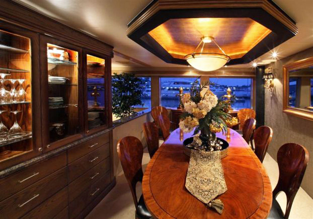 118 Westport Megayacht Dining Room